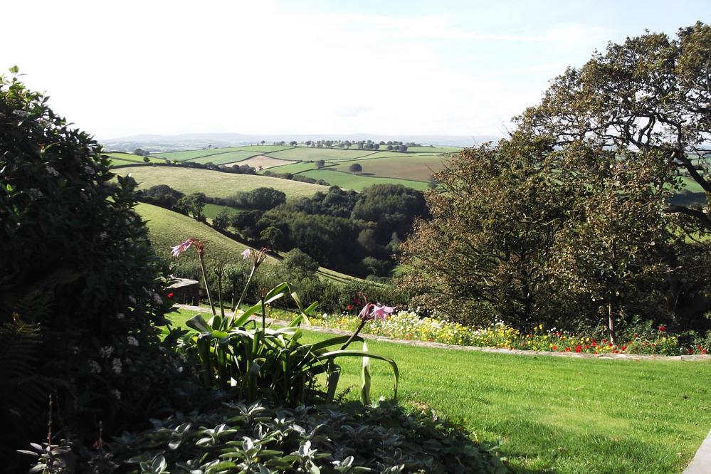 Kerswell Farmhouse B&B is a luxury boutique Bed and Breakfast between Totnes and Dartmouth in the South Hams area of South Devon with extensive views to the south-west towards Dartmoor