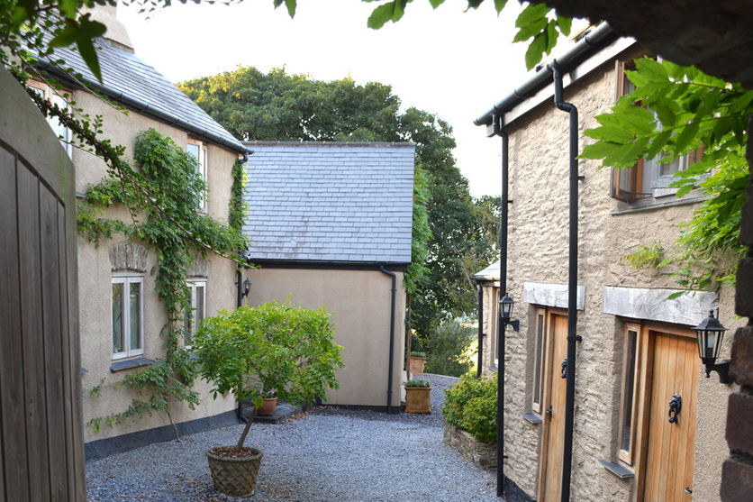 Kerswell Farmhouse B&B is a luxury boutique Bed and Breakfast between Totnes and Dartmouth in the South Hams area of South Devon, the farmhouse and barn surrounding a picturesque wisteria courtyard