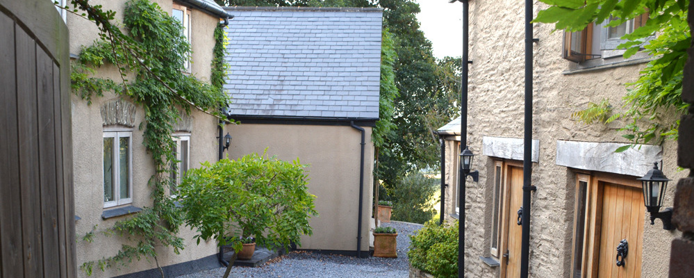 Kerswell Farmhouse B&B is a luxury boutique Bed and Breakfast between Totnes and Dartmouth in the South Hams area of South Devon.  The farm buildings with the rooms surround a beautiful wisteria courtyard